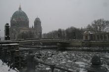 2010-museum-island-in-berlin-winter-it-is-better-to-be-inside