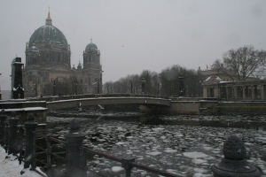 2010-museum-island-in-berlin-winter-it-is-better-to-be-inside